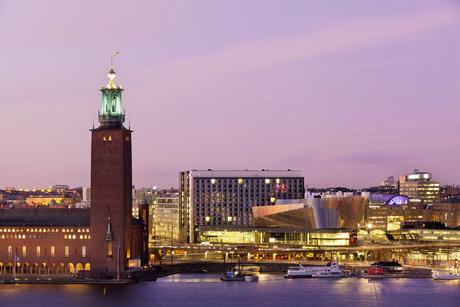 Stadshuset och Stockholm Waterfront Building från Södermalm.