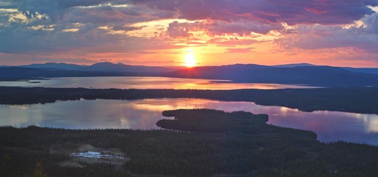 midnight-sun-torne-river-swedish-lapland