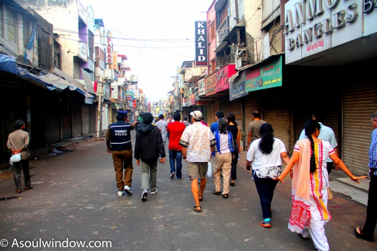 the-heritage-walk-participants-at-laad-bazar