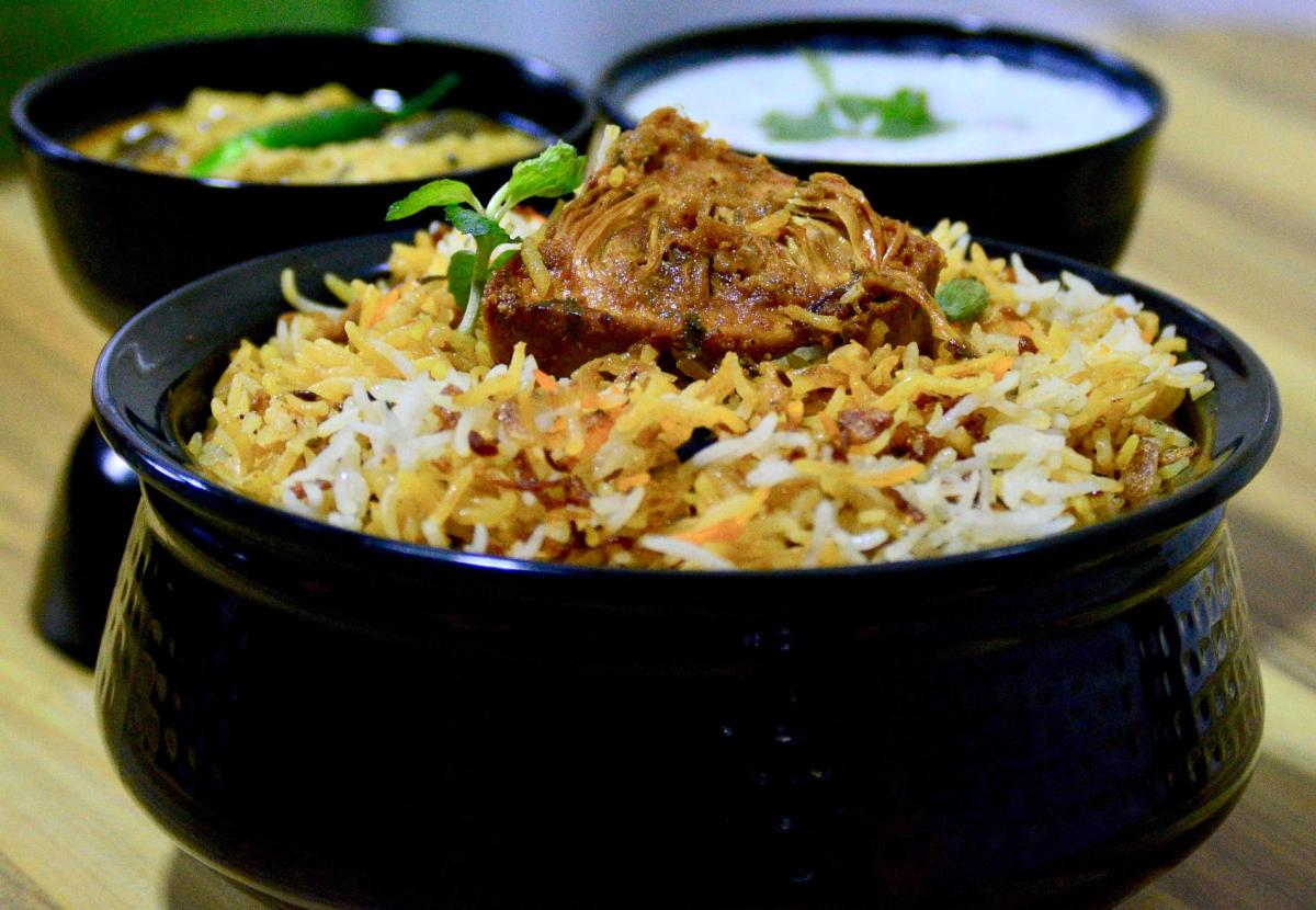 Jolly Nizams : This New Restaurant in Gurgaon impresses with its authentic Hyderabadi Biryani and more!