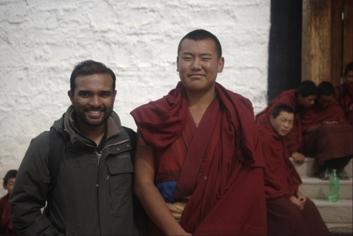 Afternoon discussions with a happy monk - Labrang