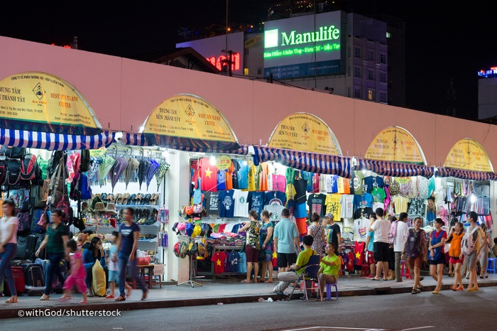 ben-thanh-market-night