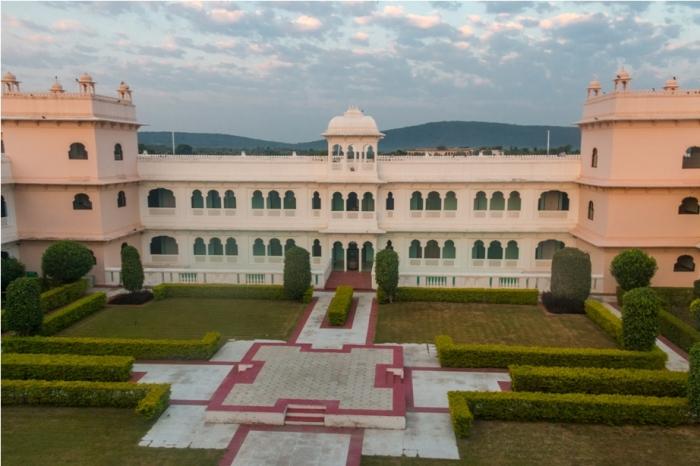 Justa Lake Nahargarh Palace, Chittorgarh Rajasthan India garden