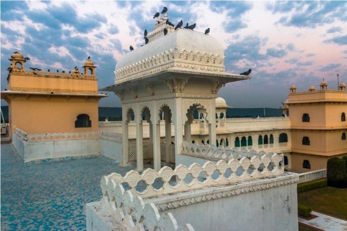 Justa Lake Nahargarh Palace, Chittorgarh Rajasthan India Suite sunrise
