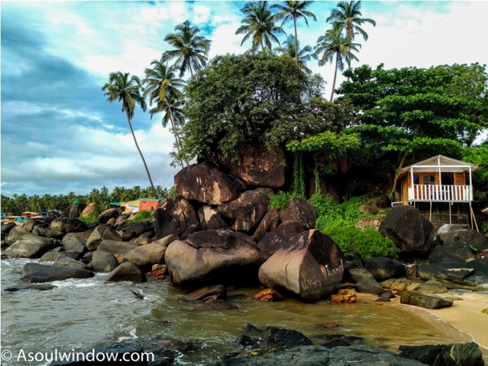 Palolem Patnem Beach South Goa rocks India (23)