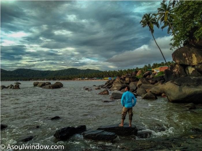 Palolem Patnem Beach South Goa rocks India (24)
