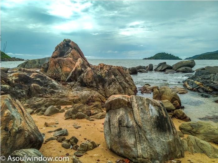 Rocks at Palolem Patnem Beach South Goa India (21)